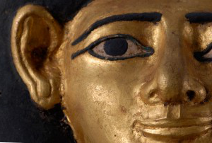 Mummy Mask made of Gilded Cartonnage, (detail), Middle Kingdom, 12th Dynasty. © Myers Collection at 伊顿公学 College.